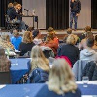 Tieners maken indruk met vlotte speeches in Engels (De Limburger)