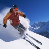 Ski-/snowboardschoenen én helmen passen i.v.m. winterkamp